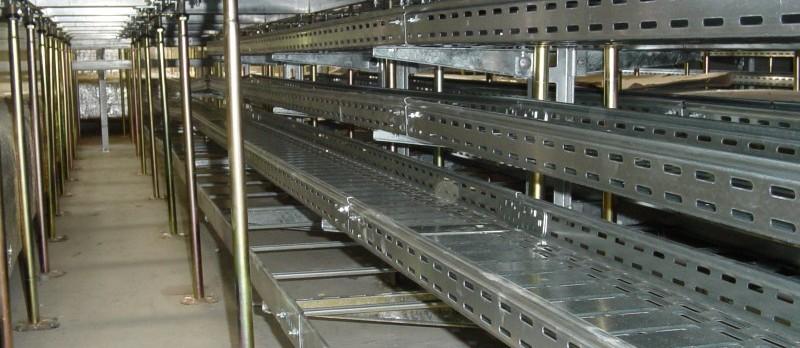 Kabelrinnen im Doppelboden